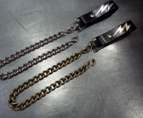 Black or Dark Brown × Chain / Brass